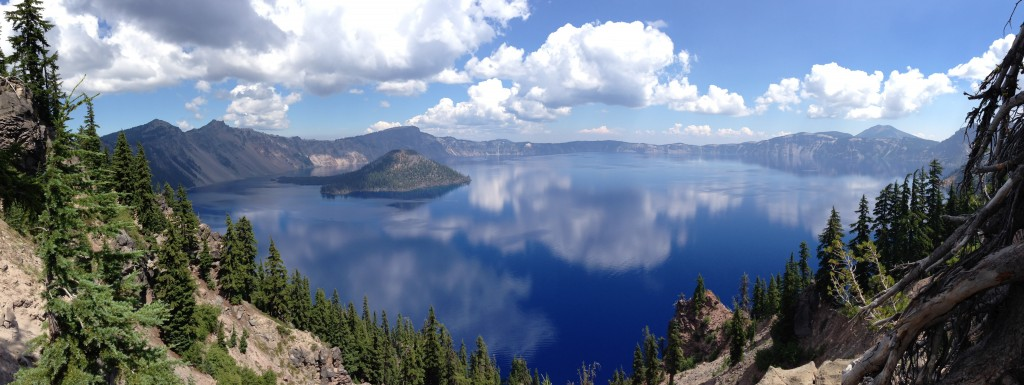 Crater_Lake_Panorama,_Aug_2013